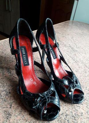 Босоножки туфлі  36 р шкіряні лакові