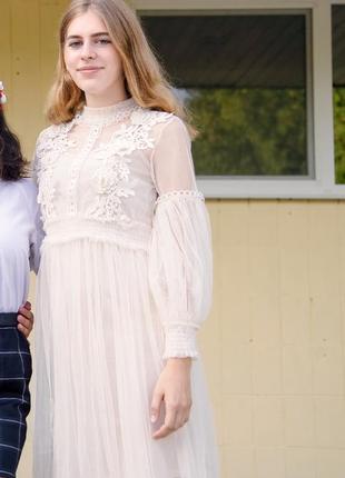 Платье из фатина с рукавами-фонариками