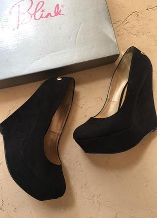 Чёрные туфли на танкетке, туфли на выпускной