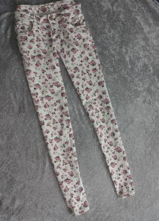 Белые летние джинсы в цветочки/цветочный принт низкая посадка