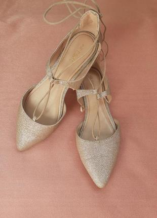 Актуальные туфли балетки с завязками next