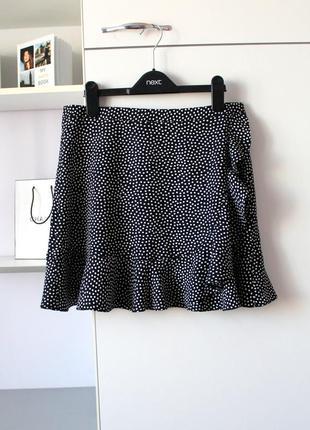 Легенькая юбка в горошек с рюшей от clockhouse