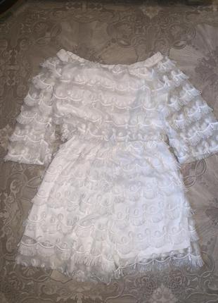 Белый комбинезон с шортами с кисточками