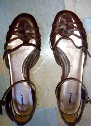 Кожаные босоножки, туфли сандали