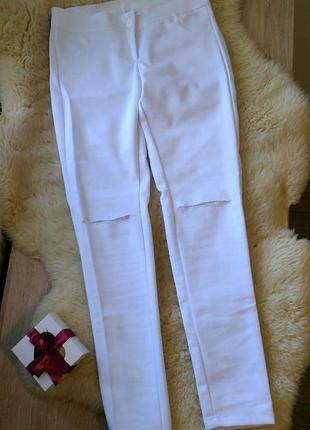 Белые джинсы. джинсы с рваными коленями. летние брюки.