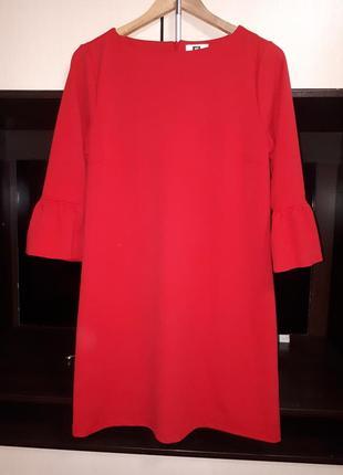 Красивое красное платье с воланами раз.м-l