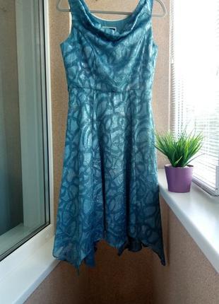 Красивое нарядное платье миди из фактурной ткани