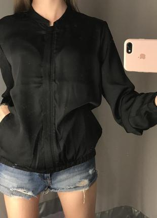 Чёрный атласный бомбер жакет пиджак мастерка amisu