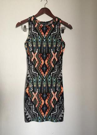 Яркое мини платье