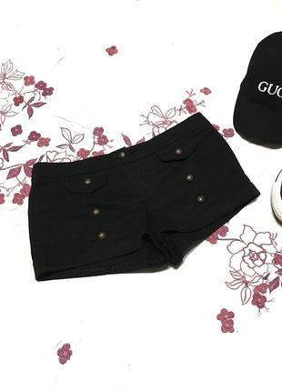 Эффектные шорты с шнуровкой сзади и накладными карманами