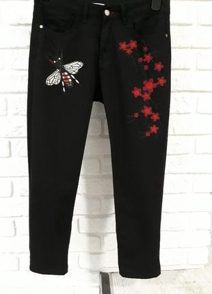 Трендовые джинсы с высокой посадкой
