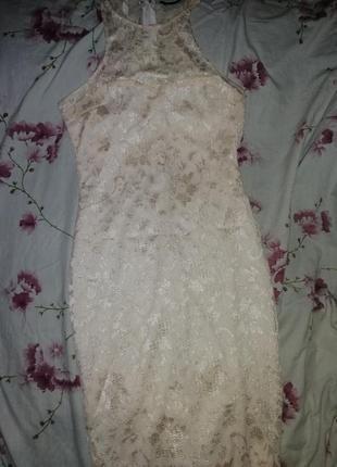 Нежное кружевное платье миди