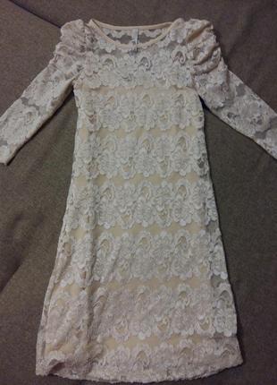 Ніжна гепюрова сукня