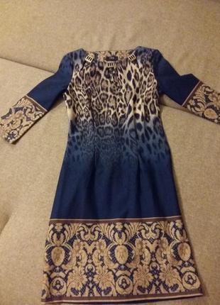 Сукня з цікавим принтом для офісу і на зустріч