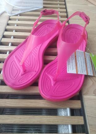 Красивые и удобные сандалии босоножки на танкетке crocs крокс