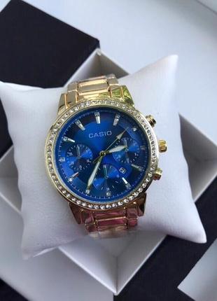 Красивые часы в подарочной коробке
