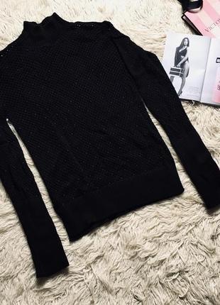 Стильный свитер в бусах