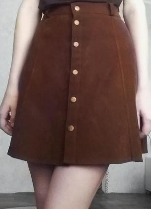 Коричневая вельветовая юбка с пуговицами