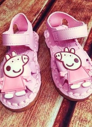 Гламурные сандалии/босоножки с закрытым носком с мультгероем свинка пеппа peppa pig.