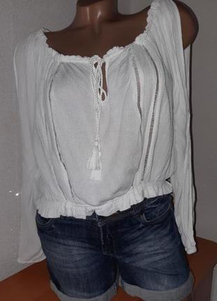 Укороченная белая блуза из вискозы жатка