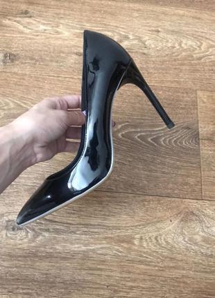 Новые идеальные лодочки zara лаковые шпилька каблук чёрные туфли1 фото