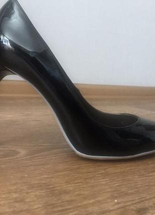Новые идеальные лодочки zara лаковые шпилька каблук чёрные туфли3 фото