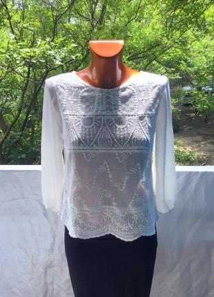 Новая фирменная бело- молочная блуза свободного кроя из натурального хлопка от bershka