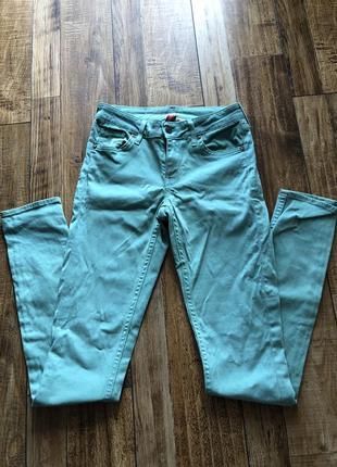 Мятные джинсы от divided
