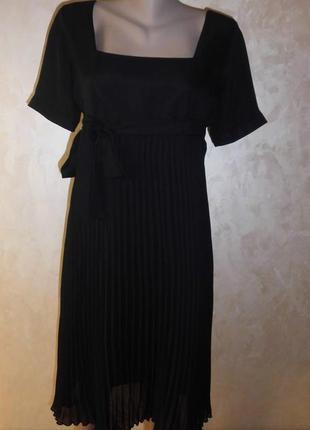 Черное платье bonprix с юбкой плиссе.