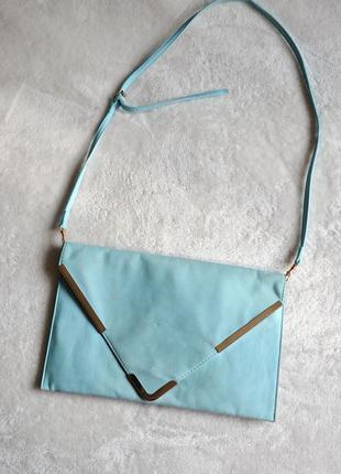 Нежно голубой клатч с золотыми вставками, вместительный