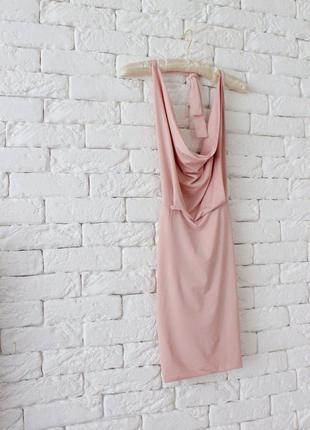 Пудровое красивенное платье с открытой спинкой
