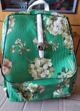 Симпатичный рюкзачок