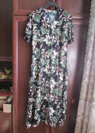 Очень красивое новое платье-халат производство турция,размер 48 см.