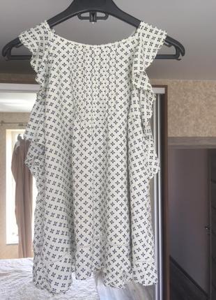 Летняя блуза с воланами
