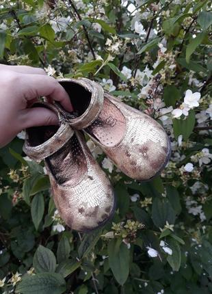Шикарні золоті туфельки італійського бренду vera pelle  для маленької принцески.