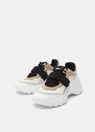 Стильные кроссовки zara