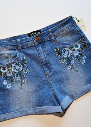 Стильный джинсовые шорты с вышивкой цветы