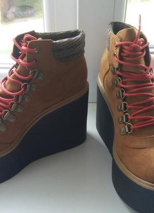 Ботинки,черевики на танкетке от asos