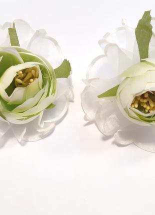 Нежные салатовые цветы на резинке
