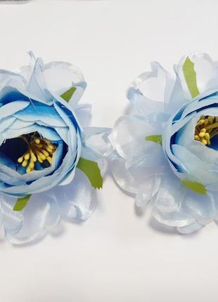 Нежные серо-голубые цветы на резинке