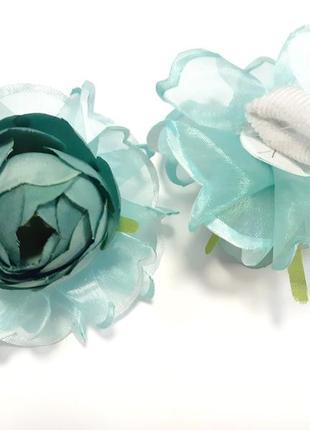 Красивые темно-бирюзовые цветы на резинке