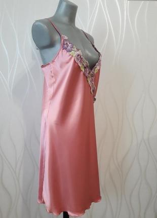 3d1211a32702847 Супер красивая, шелковая ночная рубашка с вышивкой нежно розового цвета.