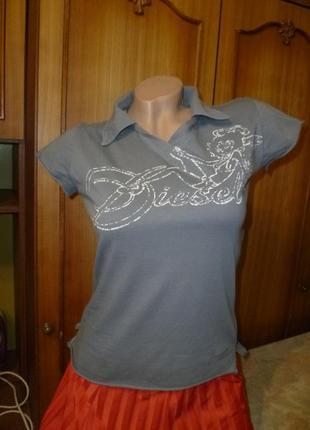 Классная фирменная футболка с интересной спинкой,коттоновый трикотаж