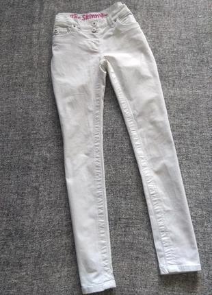 Белые джинсы скинни с высокой посадкой /размер м-10.