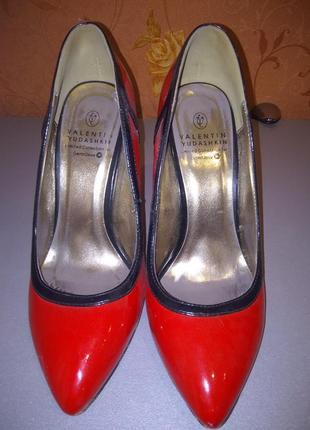 Туфли лаковые красные valentin yudashkin