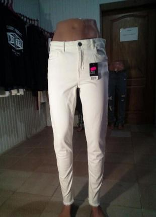 Белые джинсики