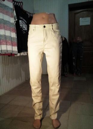 Кремовые джинсы