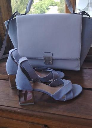 Трендовые босоножки квадратный каблук baby blue цвет от reserved
