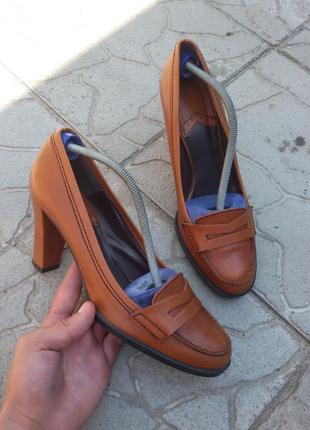 Женские кожаные туфли на каблуке zara