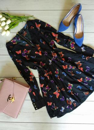 Чёрное платье миди с бабочками